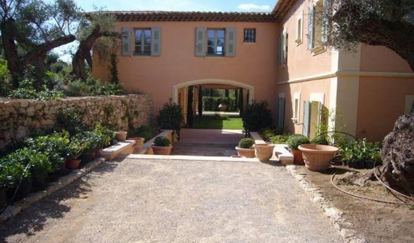 Villa 1833 in France Main Image