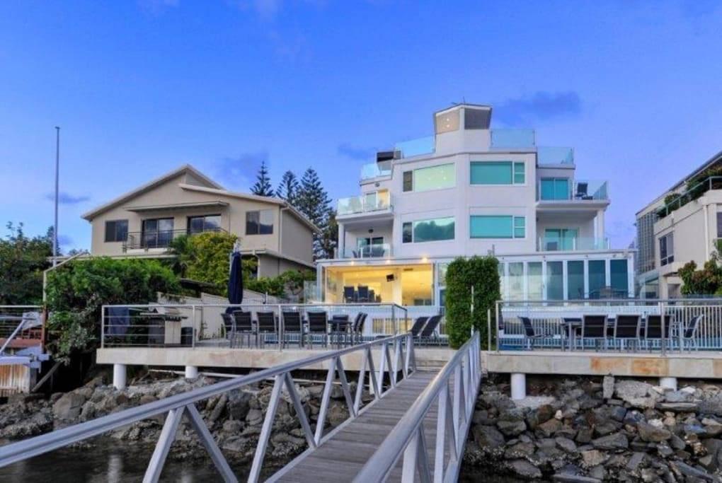 Gold Coast Villa 5295