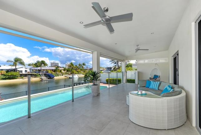 4 Bedroom Waterfront Holiday Villa With Pool In Broadbeach