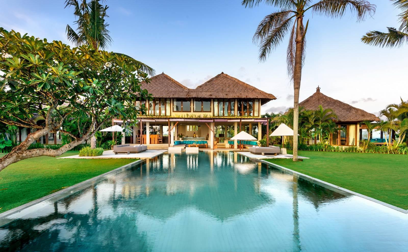 12 Bedroom Luxury Beachfront Pool Villa Canggu Bali