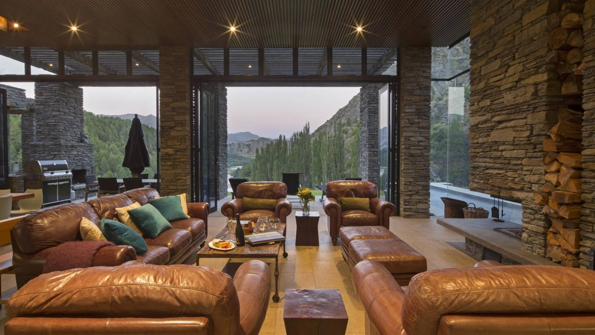 4 Bedroom Luxury House With Lap Pool On Queenstown Hill