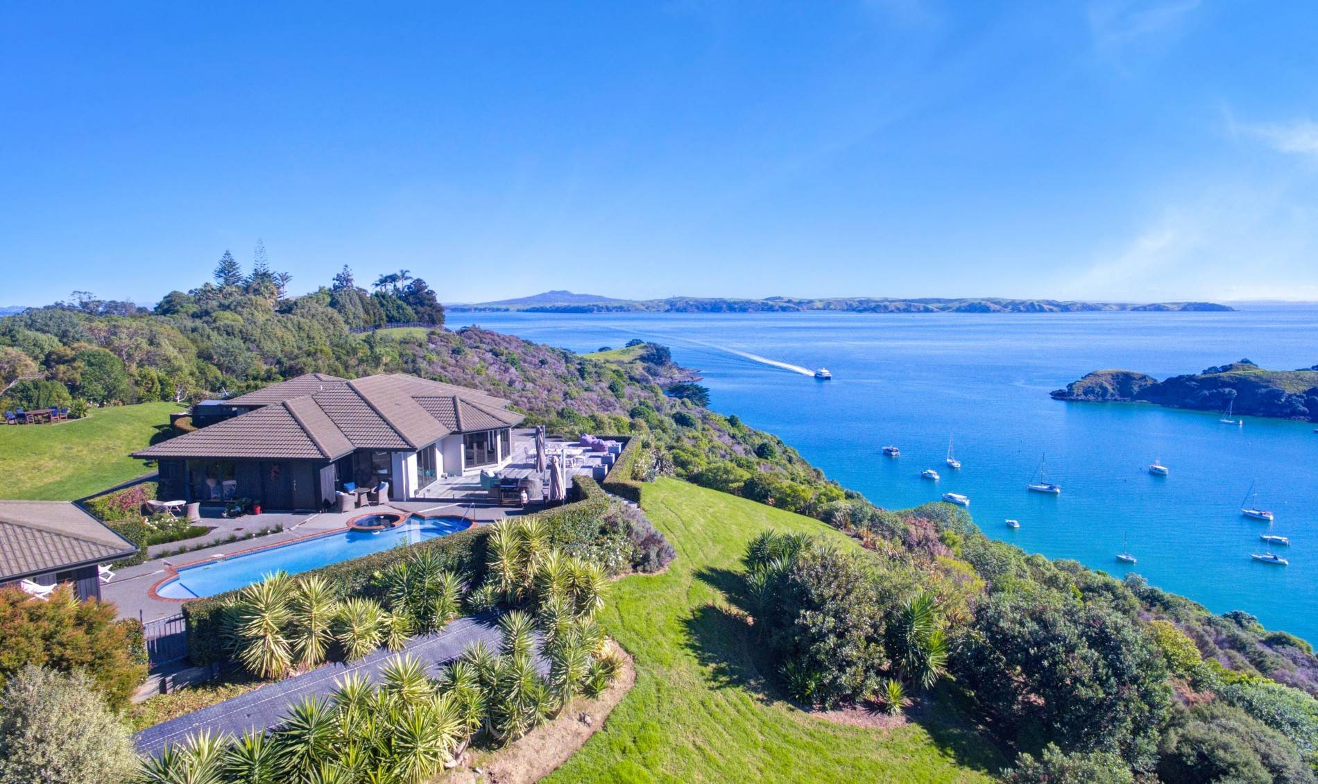 5 Bedroom Family Holiday Home in Waiheke Island, New Zealand